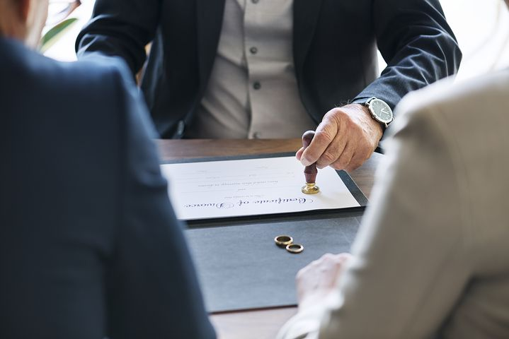 best divorce lawyer in Sydney assisting a couple on their separation