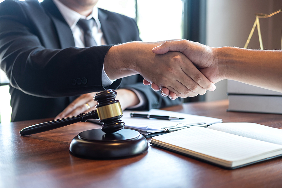 Melbourne criminal lawyer handshaking with a client
